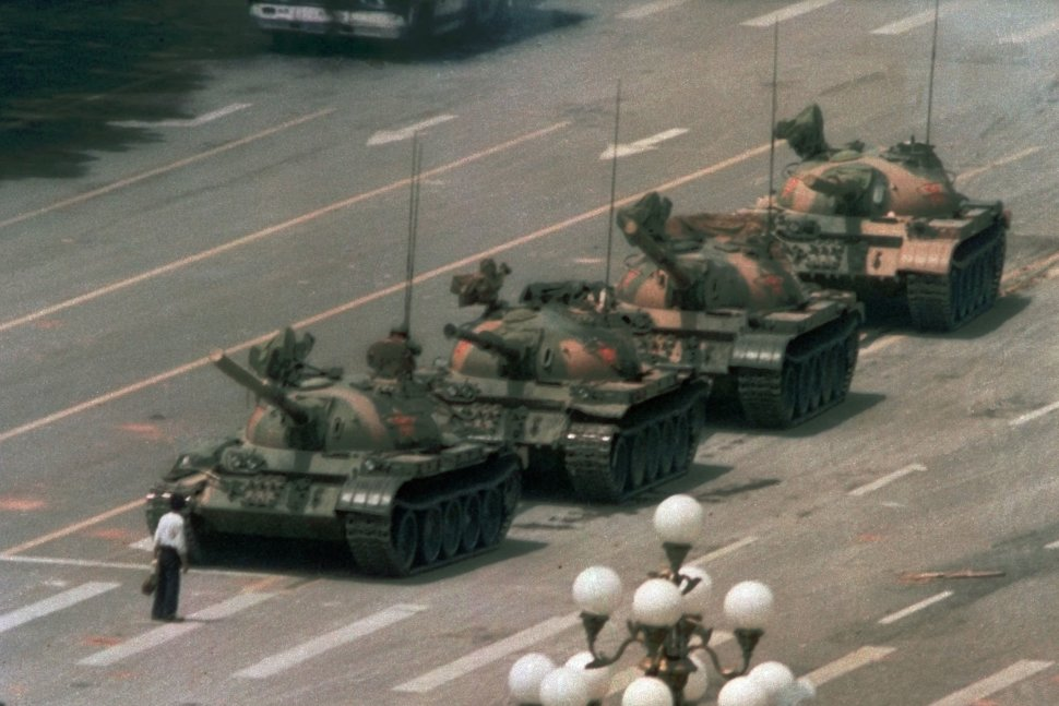 A man stands alone to block a line of tanks heading east on Beijing's Cangan Boulevard at Tiananmen Square on June 5, 1989.(JEFF WIDENER/AP)